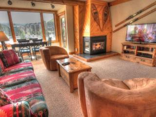 SH404 Summit House 2BR 2BA - Center Village, Copper Mountain