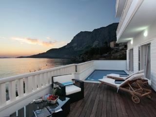 Seaside holiday villa with pool, Makarska riviera