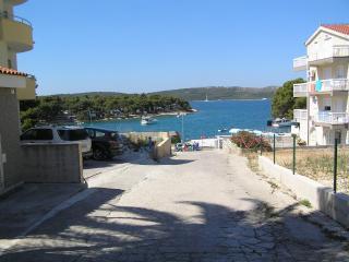 APARTMENT NEAR SEA FOR RENT, OKRUG GORNJI, CIOVO