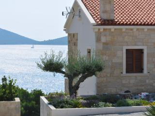 BEAUTIFUL SEA VIEW HOUSE FOR RENT, PAKOŠTANE, ZADAR, Pakostane