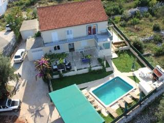 4 bedroom apartment with a pool for rent, Vela Luka, Korcula
