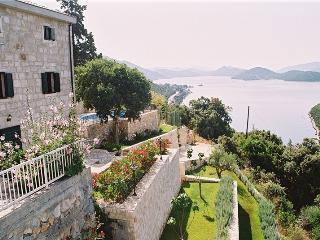 Traditional villa for rent, near Klek