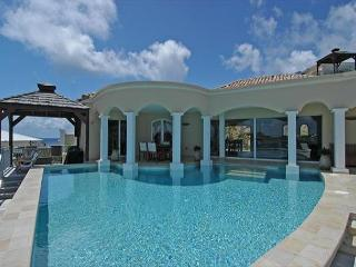 Experience Luxury and privacy at this villa just a short walk to Dawn Beach!, St. Maarten/St. Martin