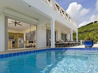 Luxury villa with view of St Barth, sunrises over Dawn Beach and swimmingpool