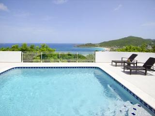 Newly renovated 4 bedroom villa overlooking the ocean | Island Properties