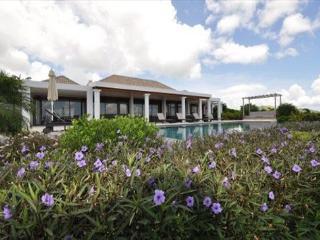 Luxury 4 bedroom villa with amazing views of Orient Bay | Island Properties