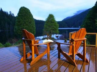 North Lake 2 Bedroom Sunshine Coast Water Front Retreat, Egmont