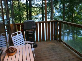 North Lake 1 Bedroom Water Front Retreat on the Sunshine Coast, Gibsons
