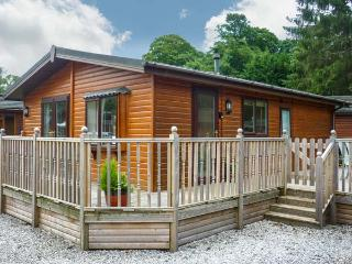 WINDERMERE LAKESIDE LODGE, decked terrace, on-site facilities, near lake shore near Windermere, Ref 21279