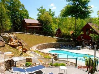 GREAT CABIN-PERFECT LOCATION book Now Fall /Winter, Gatlinburg