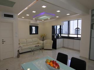 Ori's luxurious resort apartment, Jerusalén