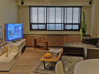 Sleek One Bedroom Suite w/ Golf Views in BGC Fort, Taguig City