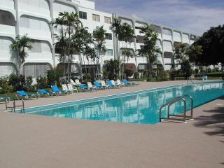 Golden View apartment, beach, swimming pool,, Holetown