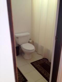 Top Floor bathroom (full)