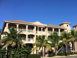 WHITE CAP-MALI Luxury Gulf Condo, Fort Myers Beach