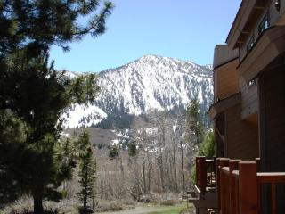 Mammoth remodeled loft condo close to town, slopes, Mammoth Lakes