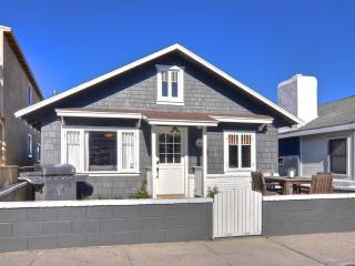 Quaint Remodeled Cottage -  3 Houses To The Sand!, Newport Beach