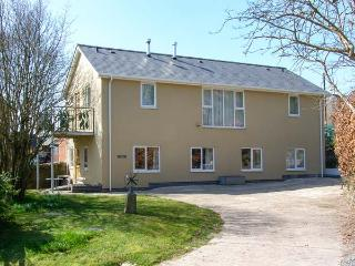 THE SCHOOL BAKEHOUSE APARTMENT, family apartment, with en-suite, woodburner, sha