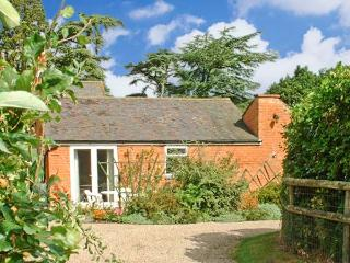 THE ORANGERY, pet friendly single-storey cottage, indoor swimming pool, games