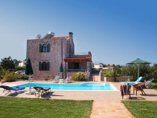 Villa Antina, a unique stone cottage with pool, Gouves