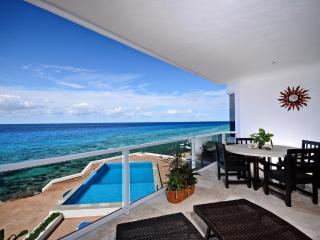 Gorgeous 3000 Sq. Ft. Oceanfront 3 Bedroom Condo!!, Cozumel