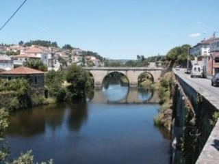 Charming 3 bedroom house, pretty view over Rio Alva, Coja, river beach 200m