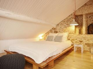 Romantic & cozy studio in historic centre,a/c,wifi, Lisbon