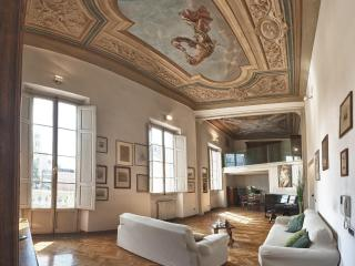 Dazzing 3 Bedroom Rental Apartment at La Sinagoga, Florence
