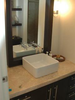 Bathroom 2 (Main floor)