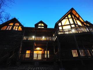 Luxury Mountain Lodge with Soaring Views-5,000SqFt, Blue Ridge