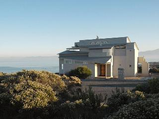 Xairu: luxury seaside villa, whales & shark diving, Gansbaai