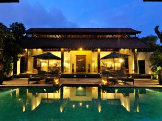 Villa De Suma - Luxury 4 bedrooms Seminyak Villa