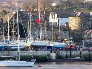 QUAYSIDE COTTAGE, harbour views, woodburner, luxury cottage, in Conwy, Ref 21843