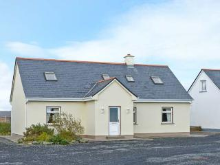 2A GLYNSK HOUSE, open fire, country location, ideal touring base near Carna Ref 20733