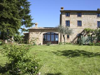 3 bedroom farmhouse, Gualdo, Macerata, Le Marche
