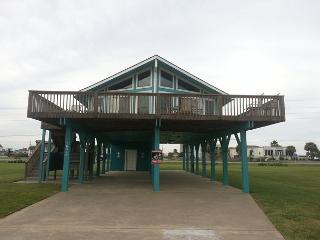 Adorable 2nd row beachside house! Wi-Fi, Cable, deck, BBQ, near activities