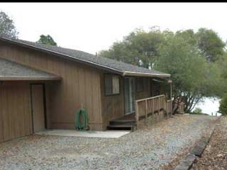 Nice lakefront home-  BBQ, deck, a/c, cable, w/d, Groveland