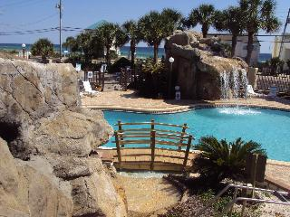 Tropical 2 Bedroom Condo in Panama, Steps to the Beach, Panama City Beach
