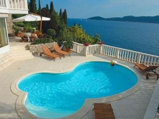 Sea view villa with pool for rent, Trsteno, Split