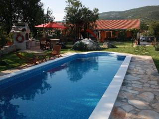 Villa with pool for rent in village, Trogir area