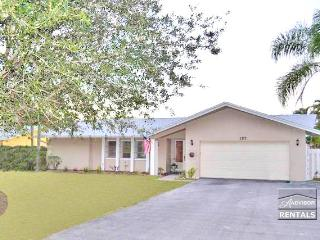 Spacious 4br pool home in Lely Golf Estates, Nápoles