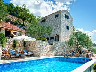 Stone villa with a pool for rent, Klek, Dubrovnik area