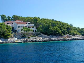 Seafront apartment for rent, Korcula, Vela Luka