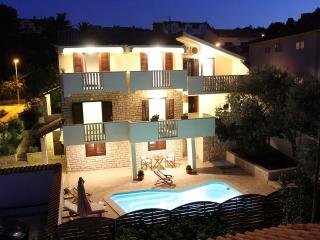 Holiday villa with a pool, Supetar, Brac