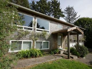 Cozy family-friendly house five minutes from the beach, Manzanita