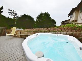Pet-friendly home w/private hot tub & beach access!, Newport