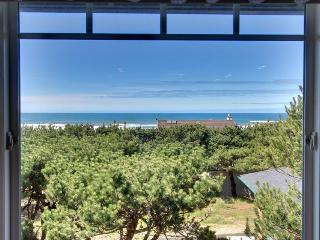 Home with spectacular views - pet-friendly, near attractions, Waldport