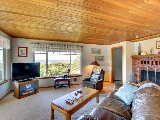 Dog-friendly home w/spectacular views & close to lake + 1 block to the beach!