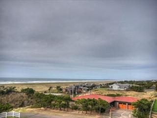 Pet-friendly condo w/ ocean views; steps from beach!, Gearhart