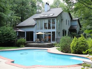 POCONOS ULTIMATE VACATION VILLA, East Stroudsburg